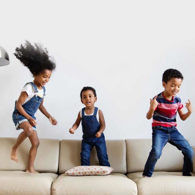 kids-jumpn-on-couch